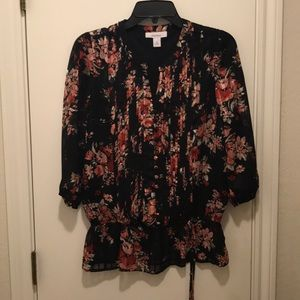 Size Small 3/4 sleeve floral blouse